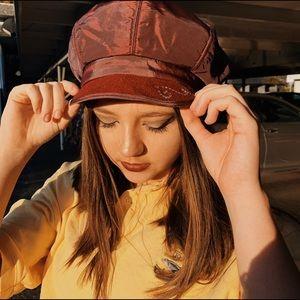 purple/maroon beret w/ cap